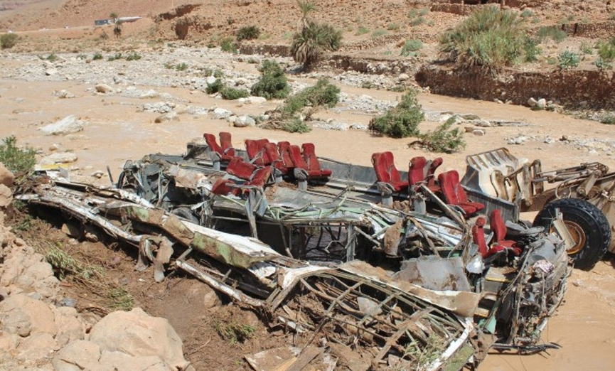 Autocar renversé à Errachidia: Les corps de trois autres personnes portées disparues retrouvés