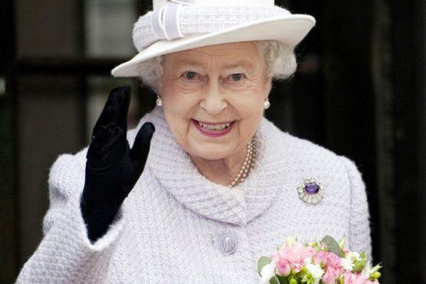 La Reine Elizabeth II approuve la loi appelant au report du Brexit