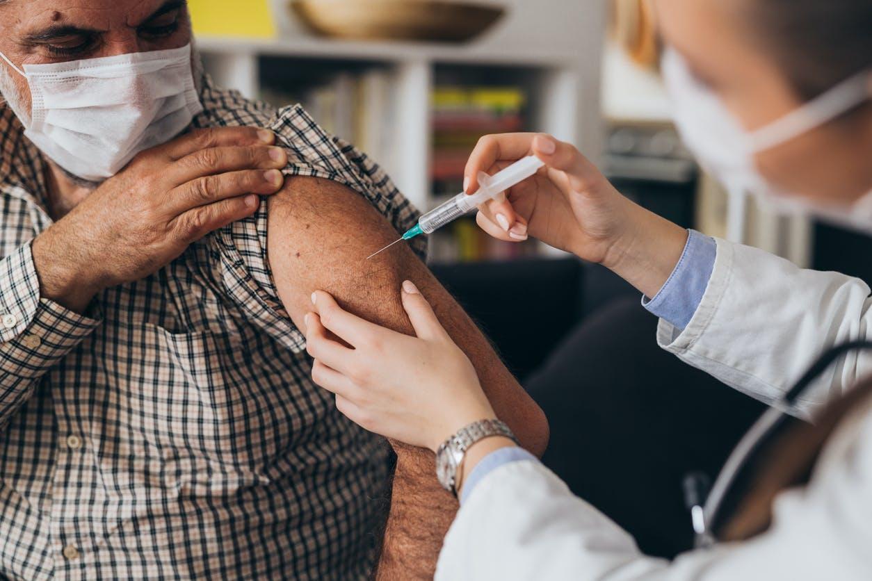 Vaccin Covid-19: prise en charge gratuite des personnes présentant des symptômes graves